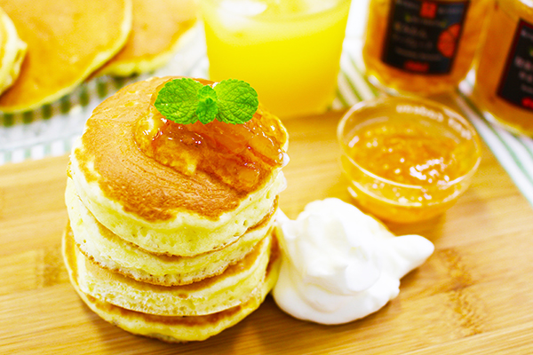 Fluffy soft pancake with Natsumikan marmalade